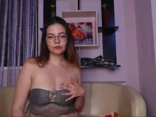 ElizabethKeen - Video chat sexy with this brown hair College hotties