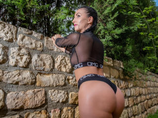 SuzanneX - Show live hard with a Girl with average hooters