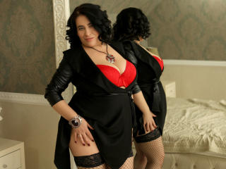 MatureRoxanne - Live cam hard with a Lady over 35 with huge knockers