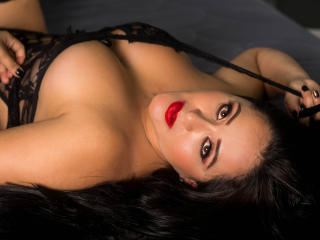 SamanthaPratss - Live chat sex with a charcoal hair Sexy lady