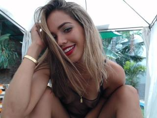 Photo de profil sexy du modèle CamilaSanz, pour un live show webcam très hot !