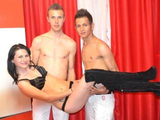 Foto del profilo sexy della modella PureInstincts, per uno show live webcam molto piccante!