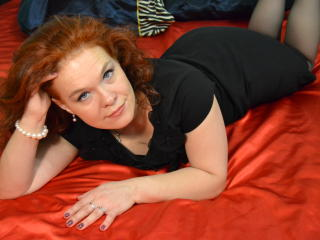 Picture of the sexy profile of RedHairLucy, for a very hot webcam live show !