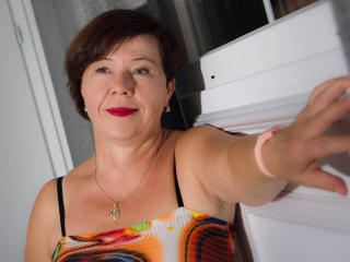 AdeleLoveEx - Webcam live en direct avec une Mature blanche