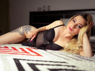NaomiAdams - Chat cam nude with a vigorous body Girl