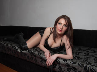 Photo de profil sexy du modèle MistressKarla, pour un live show webcam très hot !