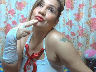 Foto de perfil sexy de la modelo KairaLove, ?disfruta de un show webcam muy caliente!
