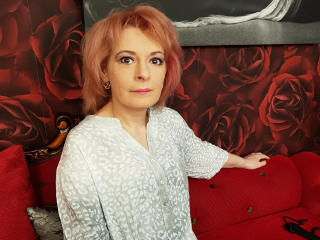 Photo de profil sexy du modèle CarolCougar, pour un live show webcam très hot !