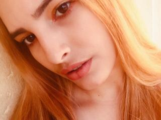 ScarletCoquine - Chat cam sexy with a ordinary body shape Attractive woman